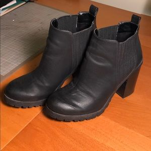 Sam & Libby Black Heeled Booties W Size 7